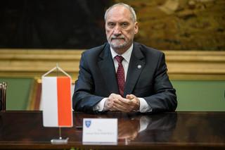 Były minister komentuje: Macierewiczowi pali się grunt pod nogami