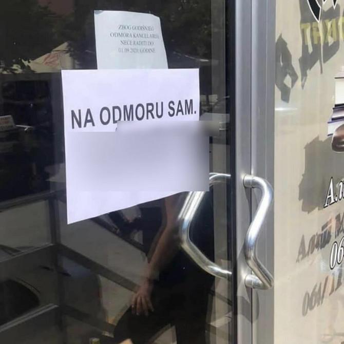 Ostavio ovo obaveštenje na vratima kancelarije, a ono postalo viralno