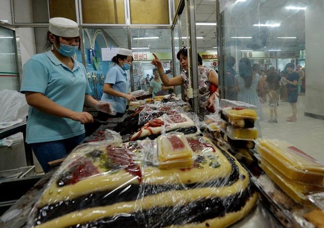 Halal radnjama je naloženo da sklone znakove na arapskom