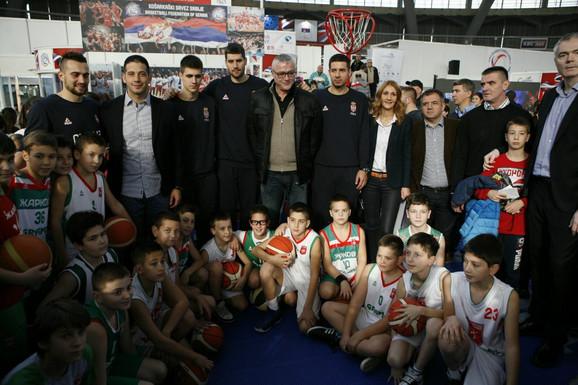 Košarkaši i predsednik KSS Predrag Danilović na Sajmu sporta