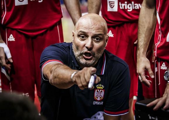 Selektor Aleksandar Đorđević tokom meča sa Grčkom na Kritu