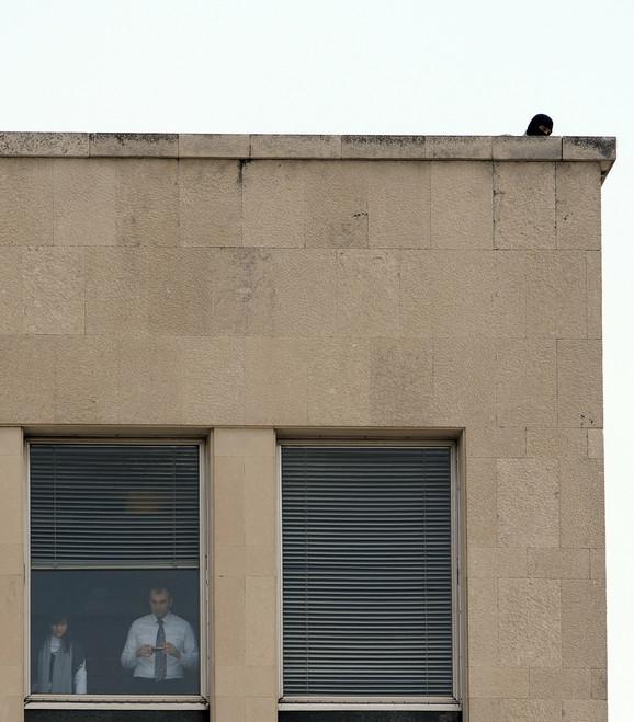 Jake mere obezbeđenja: Snajperista na jednoj od zgrada u Beogradu