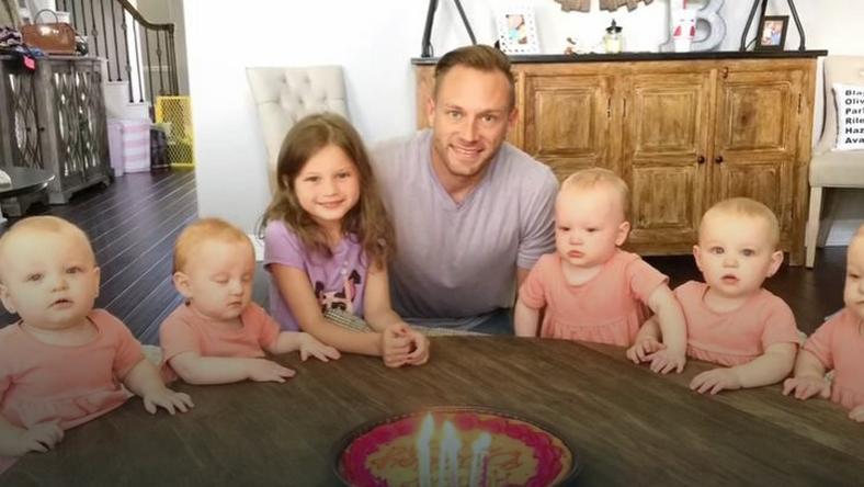 Dzieciakom nie podoba się fakt, że tatuś zdmuchnął świeczki