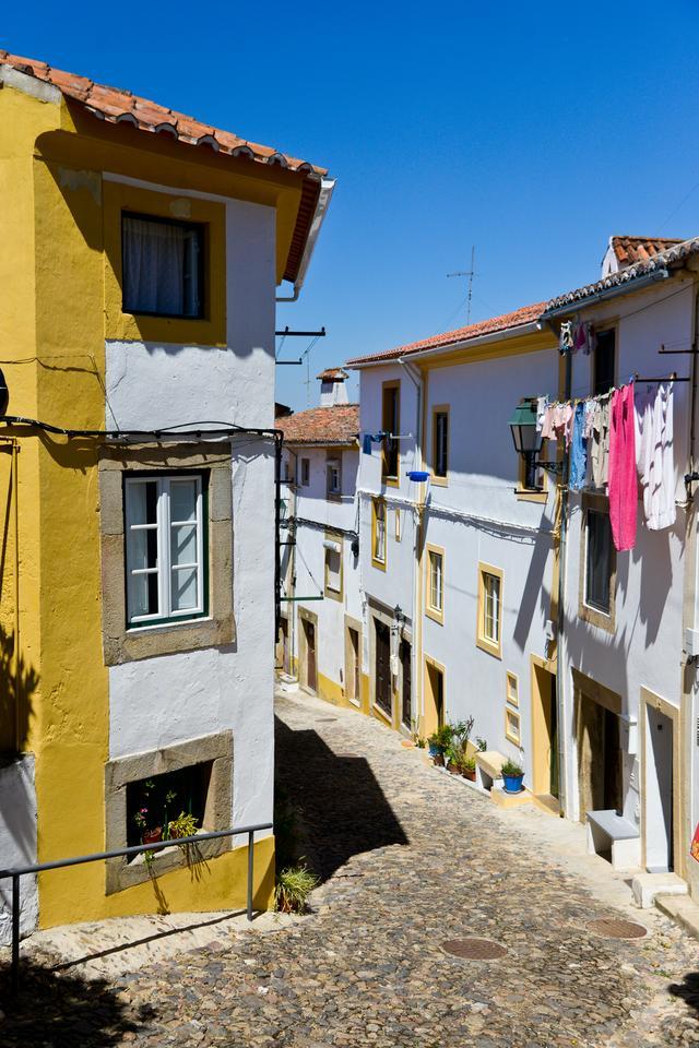 Castelo de Vide - gwarna biała starówka z wieloma zaułkami