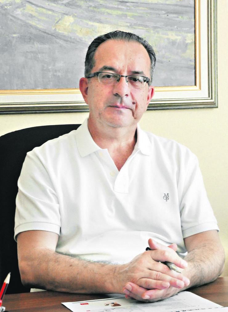 518811_zoran-perisic-gradonacelnik-nisa-u-kancelariji--ras-k-kamenov