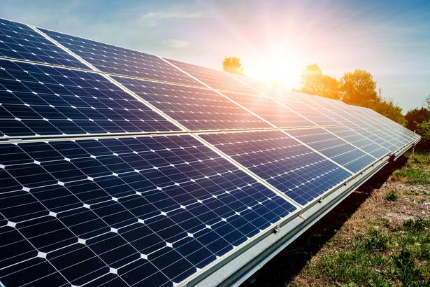 Tymczasem samorządy coraz bardziej się niecierpliwią. Wiele z nich podjęło już inwestycje w odnawialne źródła energii.