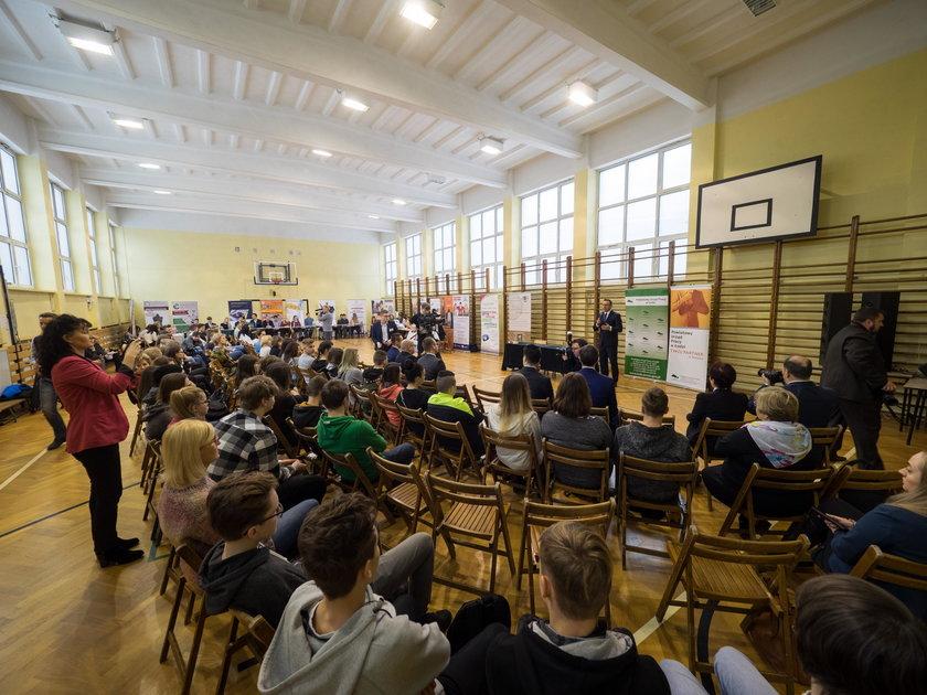 Szkoła w Łodzi otworzy klasę dla przyszłych zegarmistrzów. wsparcie zapewni stowarzyszenie zegarmistrzów