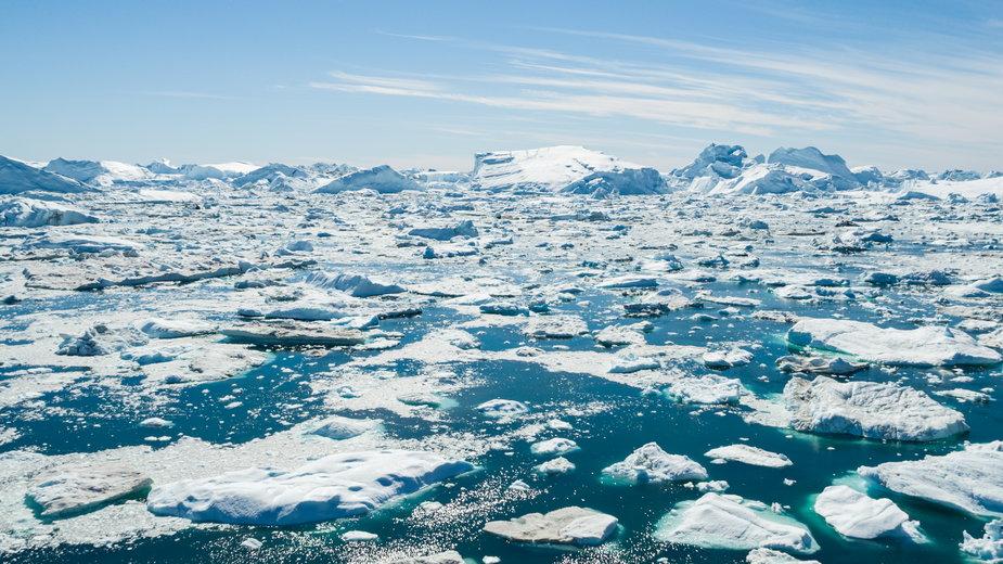 Grenlandia topnieje. Z jej powierzchni znika nawet osiem miliardów ton dziennie