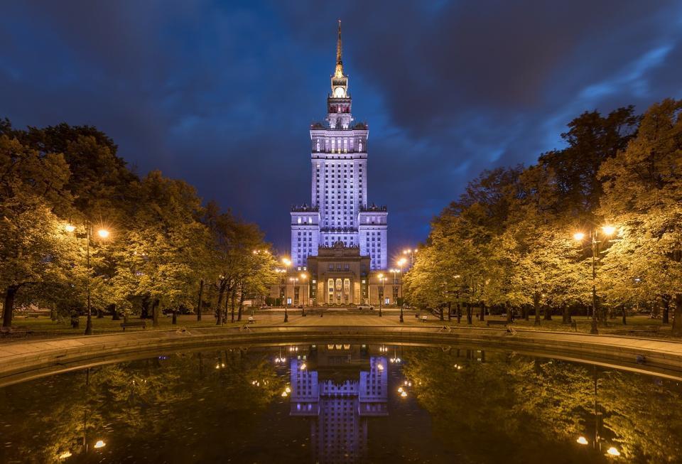 1. Od bardzo wielu lat tytuł najwyższego budynku w Polsce należy do Pałacu Kultury i Nauki. Jego wysokość to 237 m.