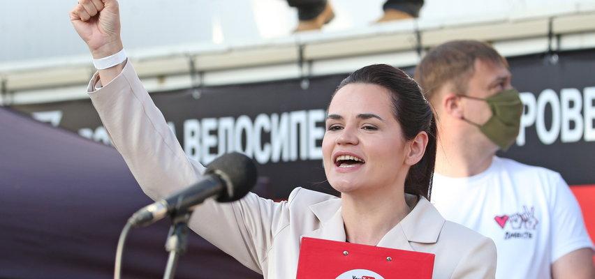 """""""Chcę do męża, kuchni i kotletów"""" – mówiła Łukaszence. Kim jest Swiatłana Cichanouska, która wstrząsnęła reżimem"""
