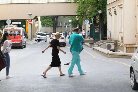 Nataša Bekvalac sa lekarom u Urgentnom