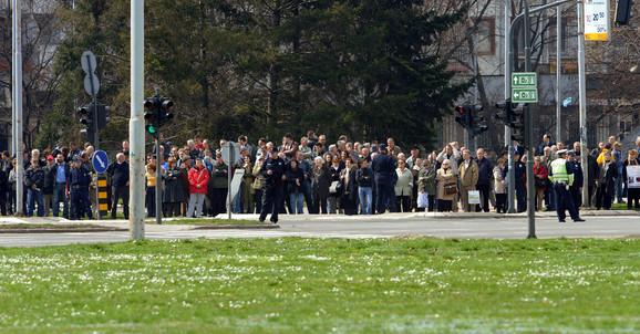 Građani su se spontano okupili da dočekaju ruskog premijera