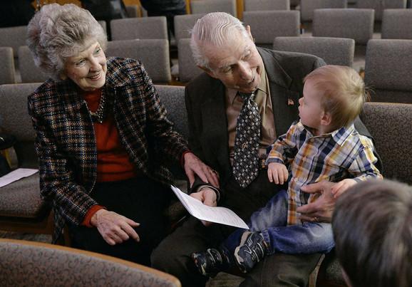 Luis i njegova supruga sa sinom Amande i Ričarda Hamfrisa