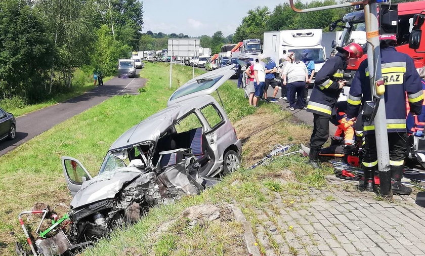 Auto zderzyło się z karetką