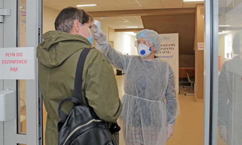 Przed wizytą w przychodni każdy pacjent ma mierzoną temperaturę