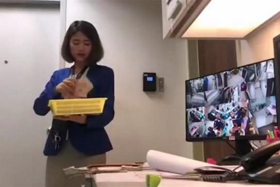 Službenica GODINAMA KRALA novac od mušterija, a sada su kolege postavile kameru i UHVATILI JE NA DELU