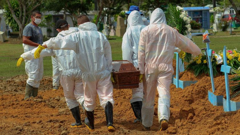 Z powodu koronawirusa w Manaus (Brazylia) w kwietniu 2020 r. chowano zmarłych w masowych grobach