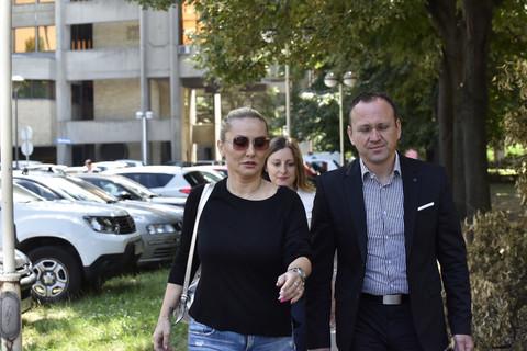 Svi detalji suđenja Goce Tržan i Ivana Marinkovića: Bivši muž popularne pevačice se nije pojavio na suđenju, a ako ne plati alimentaciju sledi mu OVO!
