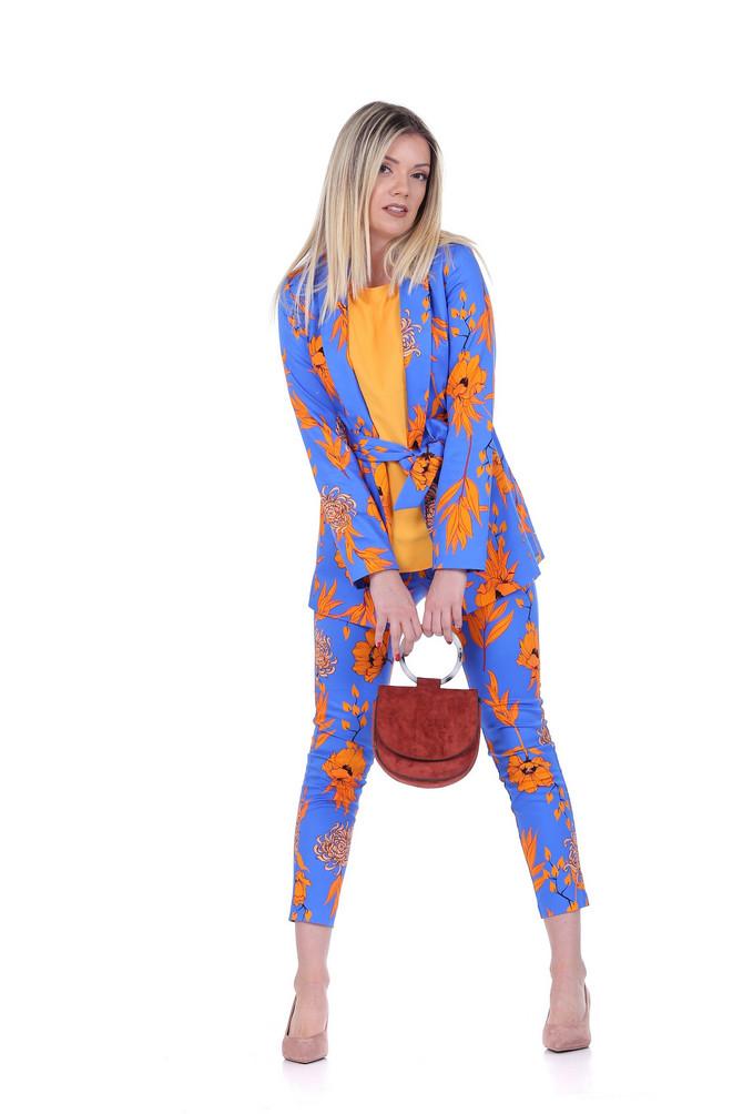 """Sako, pantalone i majica, """"Tiffany"""", 8.990, 5.790 i 2.390 din, tašnica """"Reserved"""", 2.999 din, salonke """"Metro"""", 2.880 din"""