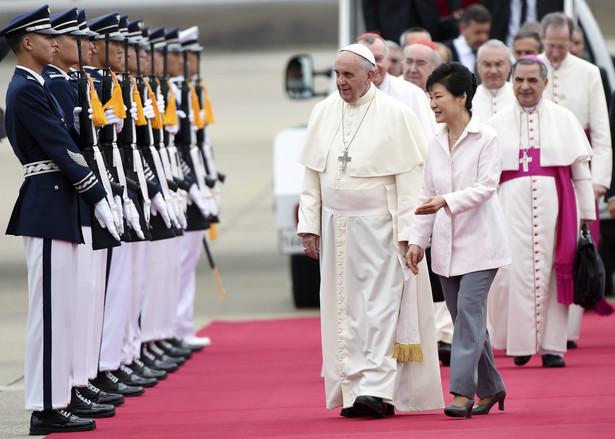 Papież Franciszek już w Korei Południowej. Fot. EPA/DANIEL DAL ZENNARO/PAP