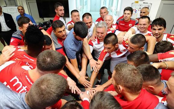 Novak Đoković tokom prethodne posete fudbalerima Crvene zvezde