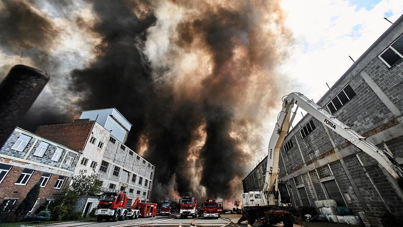 Pożar odpadów w byłych zakładach chemicznych w Zgierzu