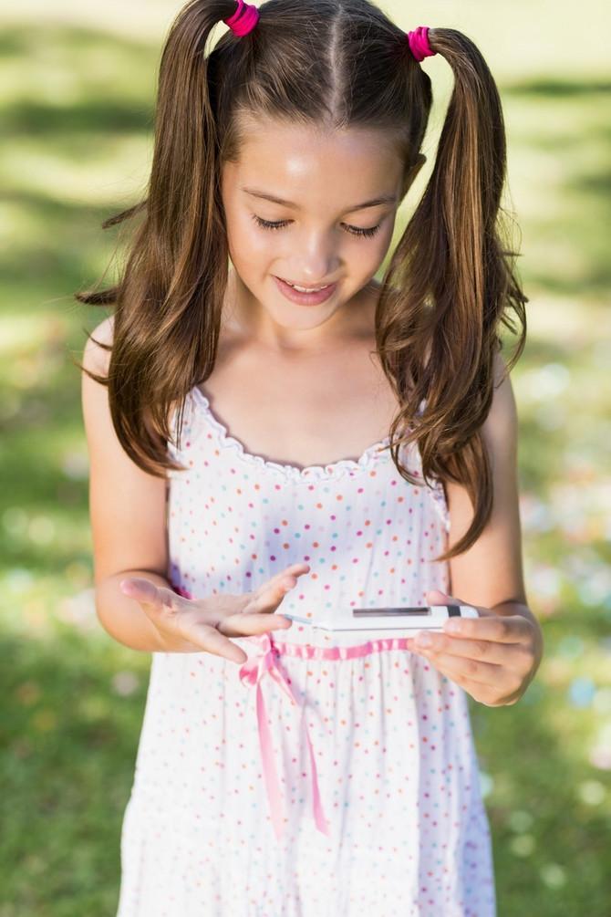 Sve veći broj devojčica i adolescentkinja, u uzrastu od osnovne škole do fakulteta ima insulinsku rezistenciju zato što se hrane u restoranima brze hrane i uzimaju mnogo slatkiša, naročito slatkih napitaka