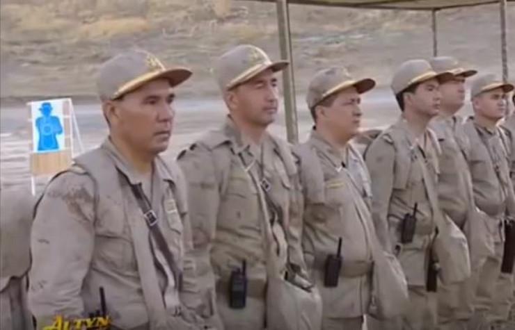 Turkmenistanska vojska u uniformi nalik na hrvatsku