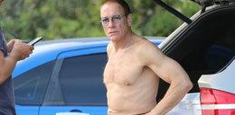 Ten starszy pan to Jean-Claude Van Damme. Co trzyma w ustach?