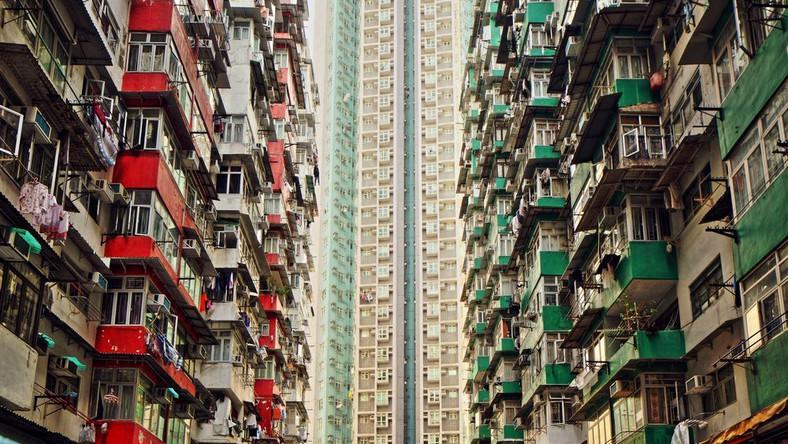 Od kilku lat na określenie tych lokali używa się terminu: Cubicle houses, co przetłumaczyć można jako klatki mieszkalne