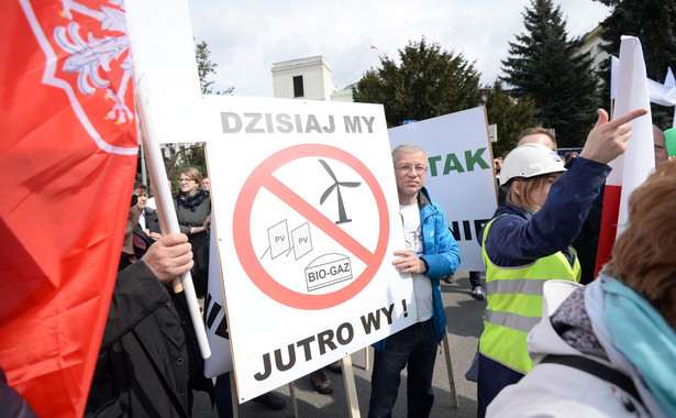 Manifestacja przeciwko projektowi ustawy o inwestycjach w zakresie elektrowni wiatrowych