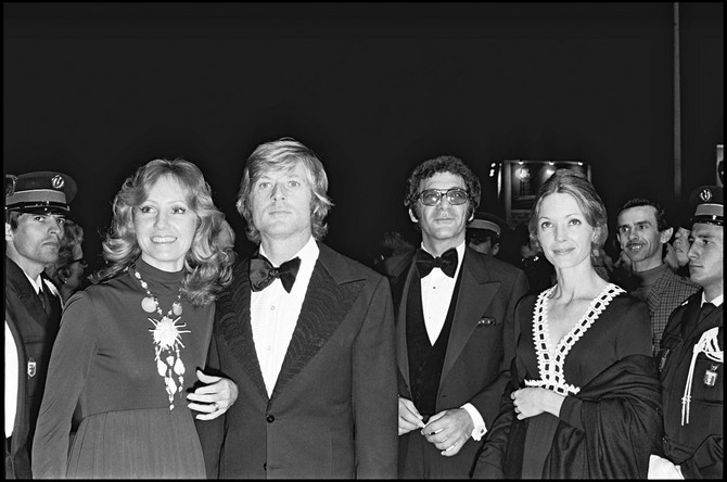 Robert Redford sa prvom suprugom i majkom Džejmsa Redforda na Filmskom festivalu u Kanu 1972. godine
