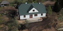 Komorowski buduje dom dla żony. Czy zdąży na jej imieniny?