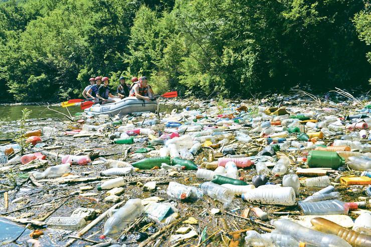 Devojke su učestvovale u akcjii čišćenja Potpećkog jezera