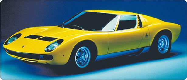 Zyskowną inwestycją pozostają także klasyczne samochody. Ten przepiękny i rzadki Lamborghini Miura P400 SV z silnikiem o pojemności 3,9 litra został niedawno sprzedany na aukcji za ponad 1,7 mln dolarów