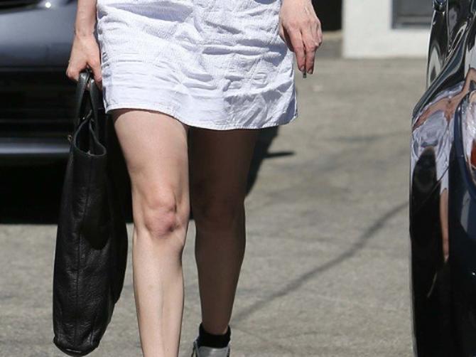 Popularna glumica UHAPŠENA: Policija je pronašla OVO u njenim torbama i odmah su izdali POTERNICU