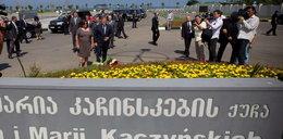 Komorowscy złożyli kwiaty na bulwarze im. Kaczyńskich