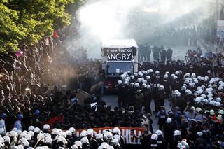 Policja zatrzymała pochód antyglobalistów w Hamburgu. Doszło do starć