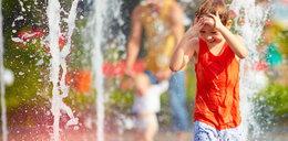 Pozwalasz dziecku kąpać się w fontannie? Ryzykujesz jego zdrowie!