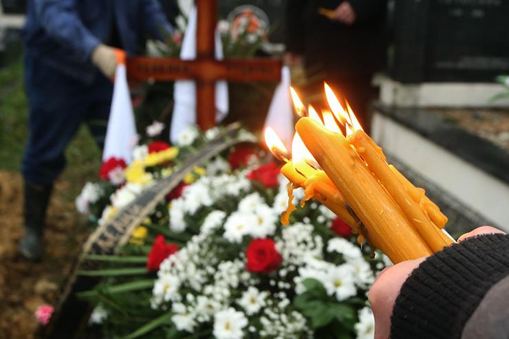 groblje-sahrana-sanduk-pogreb-svijeca-1