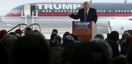 Donald Trump niemal spadł z mównicy FILM