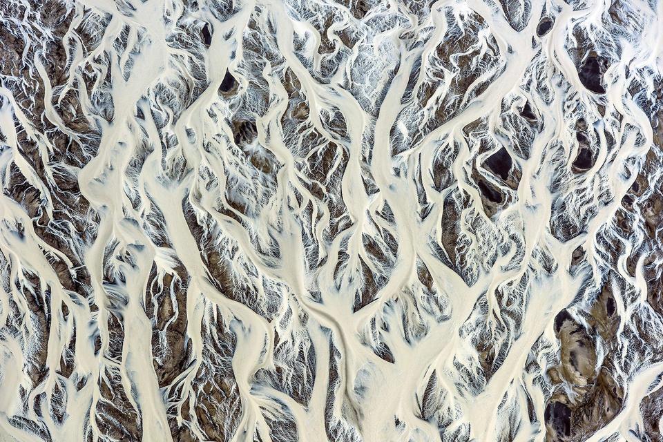 """Wyróżnienie: """"Islandzki wzór rzeki lodowcowej"""", fot. Franco Cappellari"""