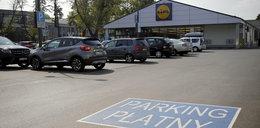 Płatne parkingi pod Lidlem. Czy to nie przesada?