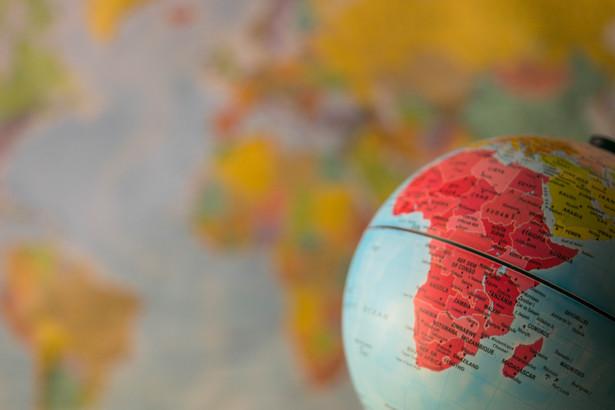 Lipcowy szczyt epidemii został w Afryce przekroczony już w grudniu. Kolejna fala nabiera rozpędu.