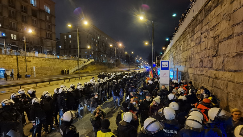 Strajk Kobiet w Warszawie 28 listopada 2020 r . / fot. Macjej Suchorabski