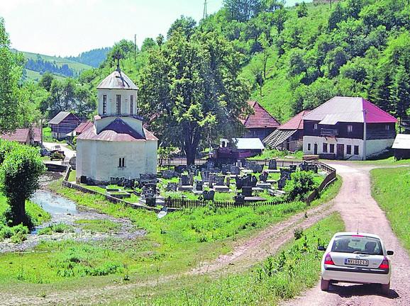 Čakarević je kao sveštenik službovao 54 godine, a tokom okupacije bio je narodni tribun