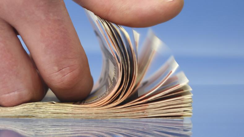 Mniej kredytów, droższe OC. Polski nadzór zmienia zasady gry