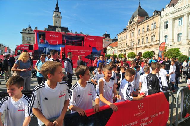 Dolazak trofeja Lige šampiona u Novi Sad posebno je obradovao najmlađe