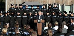 Czekali na premiera w pełnym słońcu. Policjantka zasłabła