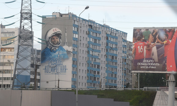 Jurij Gagarin na zgradi u Samari